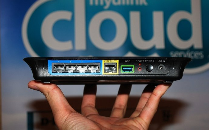 D-Link flagship DIR-857 router gets USB 3.0, cloud service - CNET
